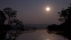 Het silhouetwater van de zonboom Stock Foto