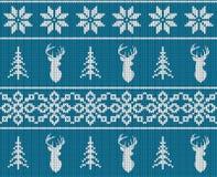 Het Skandinavische naadloze gebreide patroon van de Kerstmiswinter Hoofdhertensilhouet of rendier, sneeuwvlok en Kerstmisboom royalty-vrije illustratie