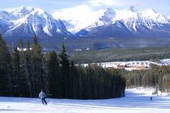 Het skiån in bergen Stock Afbeelding