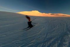 Het skiån bij zonsondergang stock foto