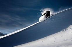 Het skiån in diep poeder Stock Fotografie