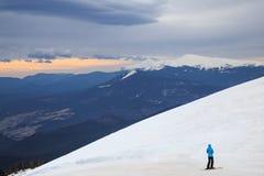 Het ski?en achtergrond, skiër in mooi berglandschap, de winter Stock Foto's