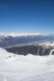 Het ski?en in Axamer Lizum met Mening aan Innsbruck in Tirol Oostenrijk Stock Afbeeldingen
