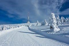 Het Ski?en Manier in het hele land in Jesenik-Berg en Televisiezender Praded royalty-vrije stock foto