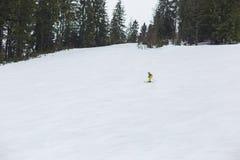 Het ski?en op de helling royalty-vrije stock afbeeldingen