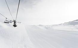 Het ski?en sporen en skilift op Paradiski-gebied, Frankrijk Royalty-vrije Stock Fotografie