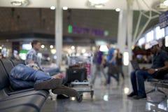 Het slapen in luchthaven Royalty-vrije Stock Afbeelding