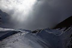 Het slechte weer komt in de bergen Stock Foto's