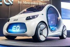 Het slimme concept van Mercedes-Benz van Visieeq fortwo, prototype van toekomstige die auto door Mercedes Benz wordt gecreeerd stock fotografie