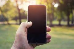 Het slimme telefoon lege scherm in mijn handen Stock Afbeelding
