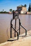 Het slot dat al water in Menara ` s houdt tuiniert brandkast Stock Afbeeldingen