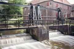 Het slot in de rivier Eem enkel buiten de oude stad van de stad van Amersfoort in Nederland stock fotografie