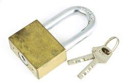 Het slot en de sleutel op witte achtergrond Royalty-vrije Stock Fotografie