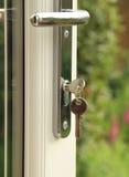 Het slot en de sleutel van de deur stock foto