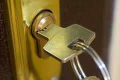Het slot en de sleutel van het huis Stock Afbeelding