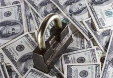 Het slot en het geld Stock Afbeeldingen