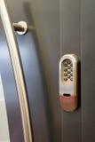 Het slot van de code op een deur stock afbeelding