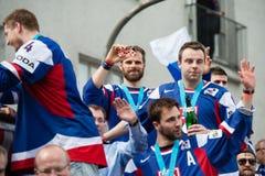 Het Slowaakse ijshockeyteam begroet met ventilators Stock Foto's