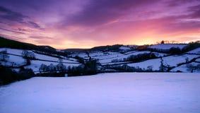 Het sneeuw behandelde landschap van Devon bij zonsondergang Royalty-vrije Stock Afbeelding