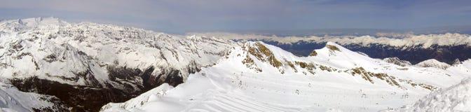Het sneeuw Panorama van Bergen Royalty-vrije Stock Afbeeldingen