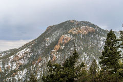 Het sneeuwen op Cheyenne Mountain Colorado Springs Stock Foto's