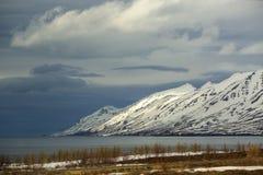 Het sneeuwlandschap van de vulkaanberg in IJsland Stock Afbeelding