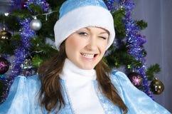 Het sneeuwmeisje knipoogt Stock Fotografie