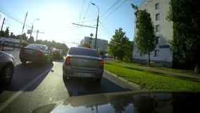 Het snelle verkeer van de motiestad bij zonnige dag stock videobeelden