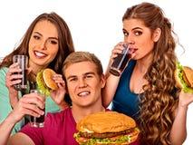 Het snelle voedsel van de groepshamburger met ham in mensenhanden Stock Afbeeldingen