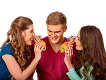 Het snelle voedsel van de groepshamburger met ham in mensenhanden Stock Fotografie