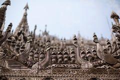 Het snijden detail van de Tempel van Shwenandaw Kyaung Stock Afbeeldingen