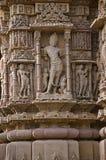 Het snijden details op buitenmuur van de Zontempel Gebouwd in 1026 - ADVERTENTIE 27 tijdens regeert van Bhima I van de Chaulukya- stock afbeeldingen