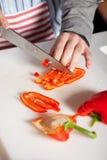Het snijden van de peper stock afbeelding