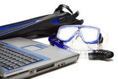 Het snorkelen en laptop royalty-vrije stock afbeeldingen