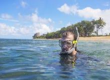 Het snorkelen op een tropisch eiland royalty-vrije stock fotografie