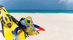 Het snorkelen reeks op het strand Royalty-vrije Stock Afbeeldingen