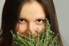 Het snuiven van het meisje thyme Royalty-vrije Stock Foto's
