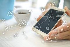 het sociale media ontwerp van de diagramillustratie over wit Organisatorische structuur U Sociale Media Internet en technologieco Royalty-vrije Stock Fotografie