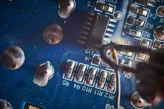 Het solderen elektronika Royalty-vrije Stock Afbeeldingen
