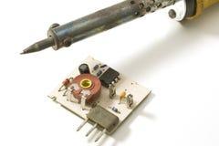 Het solderen en elektronische raad Stock Foto