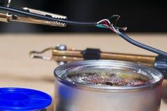 Het solderen van elektronische draden Royalty-vrije Stock Foto's