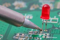 Het solderen van rode leiden Royalty-vrije Stock Foto's