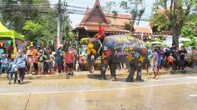 Het Songkranfestival wordt gevierd met olifanten in Ayutthaya Stock Foto's