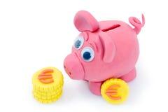 Het spaarvarken en de Euro van de plasticine Royalty-vrije Stock Foto's