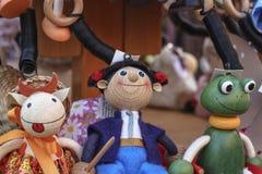 Het speelgoed met de hand gemaakte herinneringen van voddenpoppen bij de verkoop royalty-vrije stock afbeeldingen