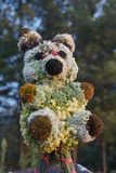 Het speelgoed van de pandapop van bloemen wordt gemaakt die royalty-vrije stock afbeeldingen