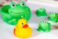 Het speelgoed van het kindbad Stock Foto's