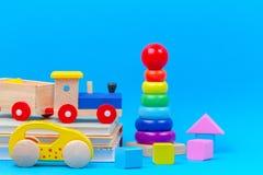 Het speelgoedinzameling van het babyjonge geitje op blauwe achtergrond royalty-vrije stock afbeeldingen