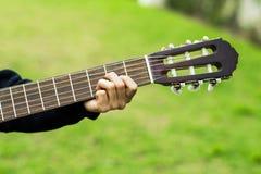 Het speellied van de gitaarspeler Royalty-vrije Stock Foto