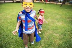 Het Speelse Concept van Elementary Childhood Kid van de broerzuster stock afbeeldingen
